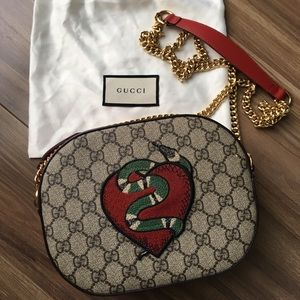 1035154fe3319f Gucci GG Supreme Embroidered Kingsnake Heart Chain